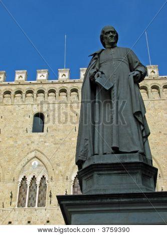 Siena Statue In Piazza Salimbeni