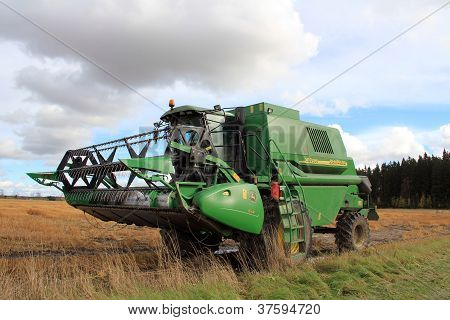 John Deere 1450 Cws Harvester By Wet Field
