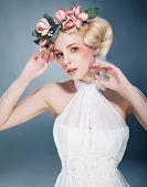 Постер, плакат: Lovely блондинка принцесса с венок из цветов на голове