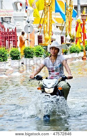 Thai Flood Crisis  At Charoen Krung Road