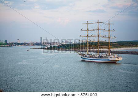 Chegando ao porto de tallship