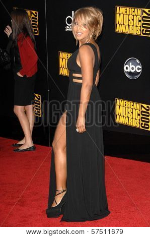 Toni Braxton at the 2009 American Music Awards Arrivals, Nokia Theater, Los Angeles, CA. 11-22-09