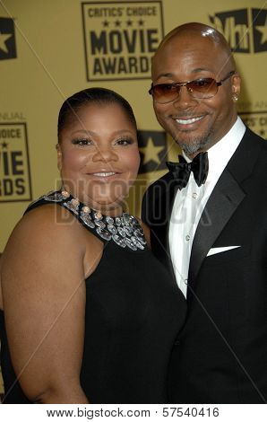 Mo' Nique and Sidney Hicks at the 15th Annual Critic's Choice Awards, Hollywood Palladium, Hollywood, CA. 01-15-10