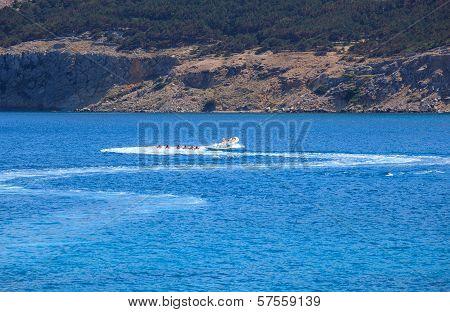 Water Play, Baska