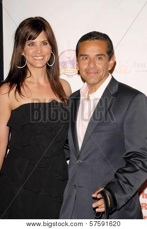 Lu Parker and Mayor Antonio Villaraigosa at the 2009 Lint Roller Party. Hollywood Palladium, Hollywood, CA. 10-03-09