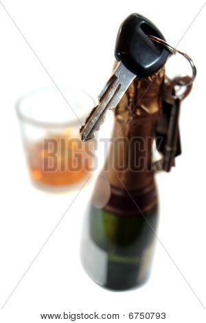 No celebrar y conducir con bebida