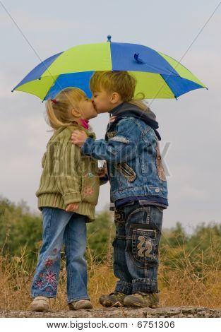 Little Boy und Girl mit Dach
