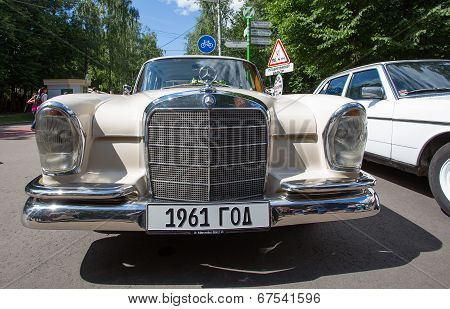 The Mersedes-Benz car on show of collection Retrofest cars