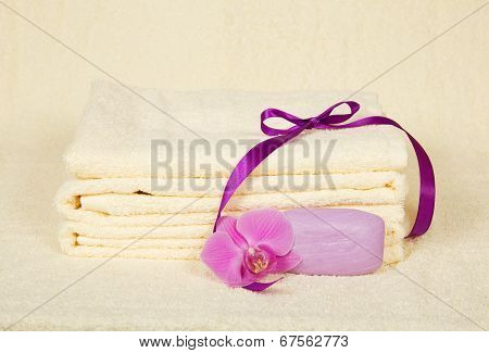 The bathing accessories decorated with flower