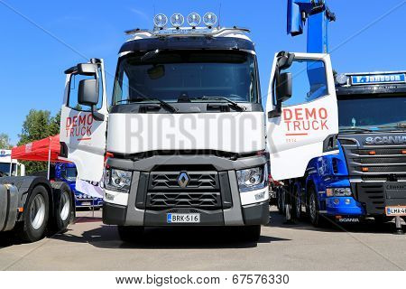 White Renault T480 Show Truck