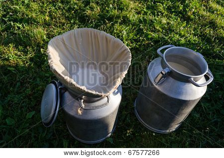 Milk Churn With Filter Material