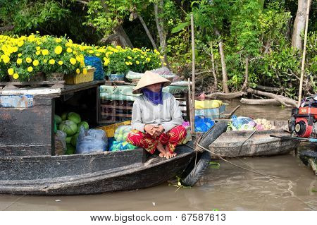 CAN THO,VIETNAM - 23 JAN, 2014: Unidentified woman on floating market in Mekong river delta. Cai Rang and Cai Be markets are very popular among the local citizens and tourists.