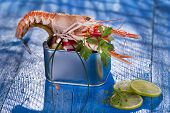 picture of crustaceans  - Presentation of a crustacean with mixed vegetables in box - JPG