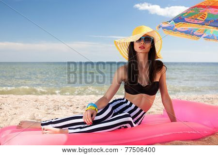 Stylish Girl Have A Rest At The Beach