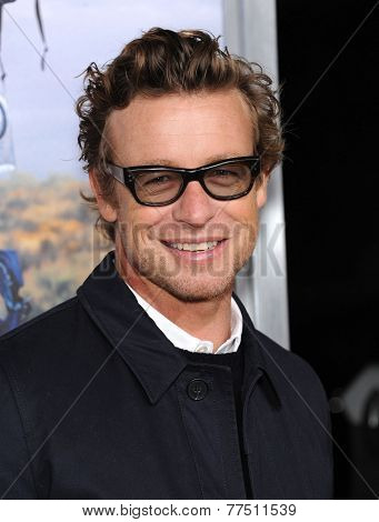 LOS ANGELES - NOV 19:  Simon Baker arrives to the