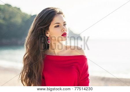 Beautiful Attractive Woman Outdoor Portrait. Fashion Female Looking Aside Walking On The Beach.