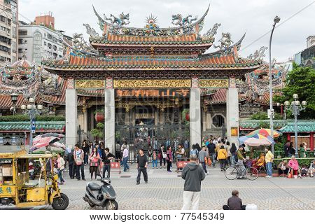 TAIPEI, TAIWAN - November 16th : Many tourists in front of the decorated archway of Longshan Temple, Taipei, Taiwan on November 16th, 2014.