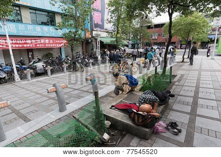 TAIPEI, TAIWAN - November 16th : Tramp Shuidao  on sidewalk near Longshan Temple, Taipei, Taiwan on November 16th, 2014.