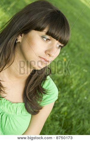 nachdenklich junge Frau