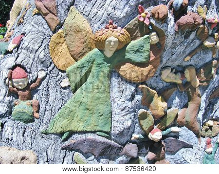 Figurines on the trunk of a tree