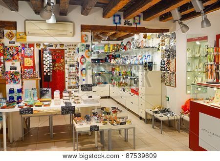 VENICE - SEP 14: shop interior on September 14, 2014 in Venice, Italy. Venice is a city in northeastern Italy sited on a group of 118 small islands separated by canals and linked by bridges