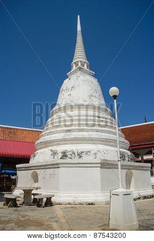 White stupa under the sunlight