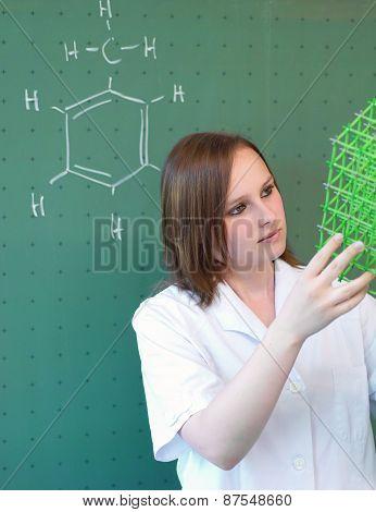 Student Analysiert Ein Molecule Model