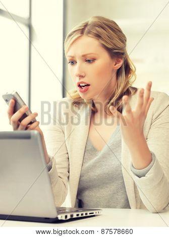 picture of confused woman with cell phone