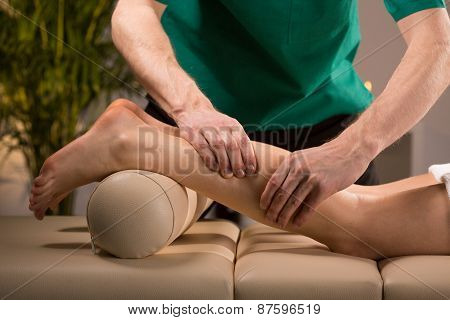 Masseur Kneading Female Calf