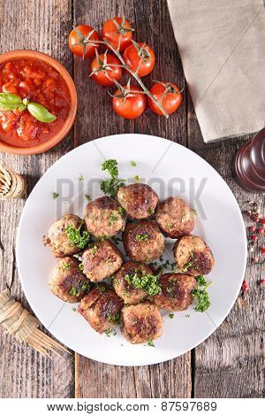 plate of meatballs and tomato sauce
