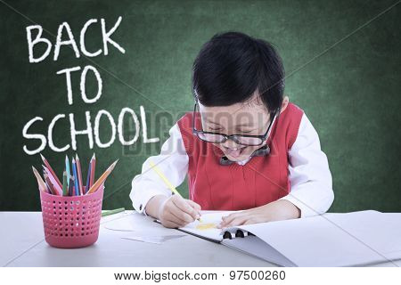 Kid Back To School And Make A Picture In Class