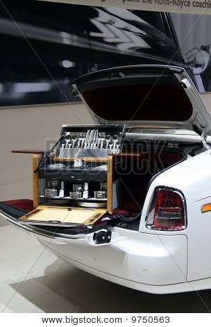 Rolls-royce Picnic Hamper At Paris Motor Show