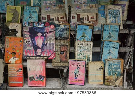Street Seller Sell Second Hand Books In Kolkata