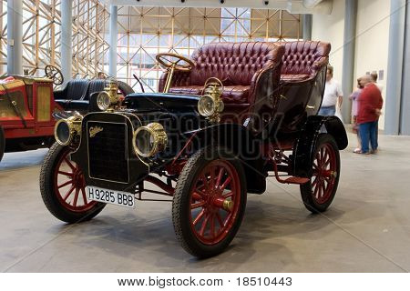 VALENCIA, SPAIN - OCTOBER 16 : Restored 1907 Cadillac Model M on display at the 2009 Motor Epoca Classic Car Show  on October 16, 2009 in Valencia, Spain.