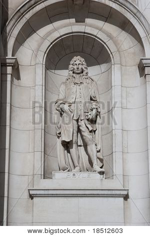 Statue of Robert Boyle of Boyle´s Law