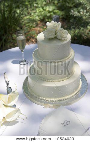 three tiered round wedding cake