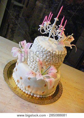 Pretty White Fondant Cake With
