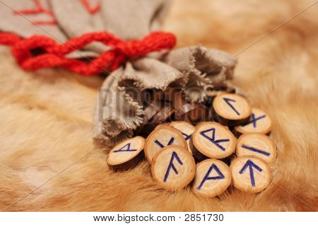 Runes With Pouch