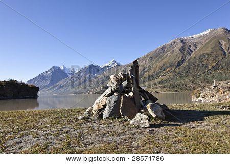tibet: tibetan praying stones