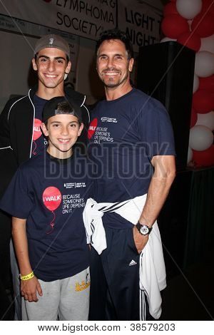 LOS ANGELES - OCT 6:  Don Diamont, sons attend the Light The Night Walk at Sunset Gower Studios on October 6, 2012 in Los Angeles, CA