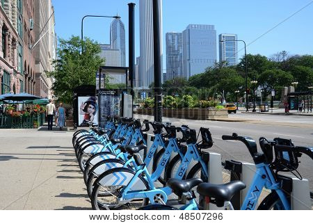 Reparte estación de alquiler de bicicletas en Michigan Avenue, Chicago