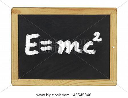 Einstein-Gleichung, die auf einer Tafel geschrieben