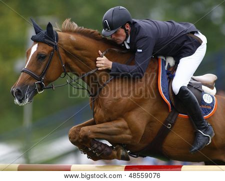 25/06/2011 HICKSTEAD ENGLAND, TITUS ridden by Guy  Williams (GBR) competing in the Falcon Equine Feeds Derby Trophy at the Hickstead Equestrian meeting held at Hickstead West Sussex England