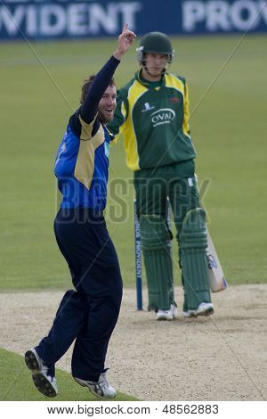 May 03 2009; Southampton Hampshire, S Ervine  appeals for the  wicket of J Cobb  competing in Friends Provident trophy 1 day cricket match between Hampshire and Leicestershire played at the Rose Bowl.