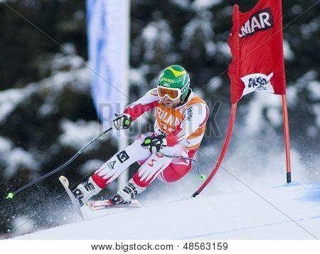 VAL GARDENA, Italia el 16 de diciembre de 2009. Klaus Kroell (AUT) mientras competía en el Skiin alpino Audi FIS