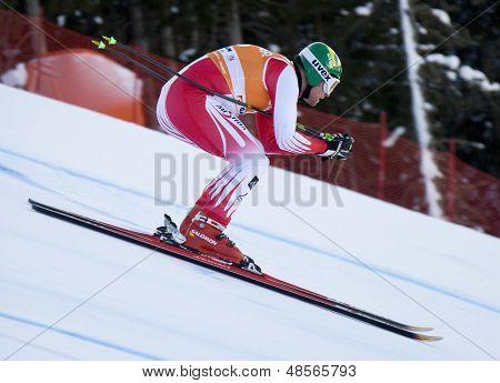 VAL GARDENA, Italia el 17 de diciembre de 2009. Klaus Kroell (AUT) compitiendo del mundo de esquí alpino Audi FIS