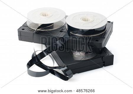 Zwei Videokassetten und Rollen