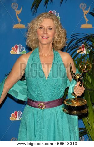 LOS ANGELES - AUGUST 27: Blythe Danner in the Press Room at the 58th Annual Primetime Emmy Awards in The Shrine Auditorium August 27, 2006 in Los Angeles, CA.