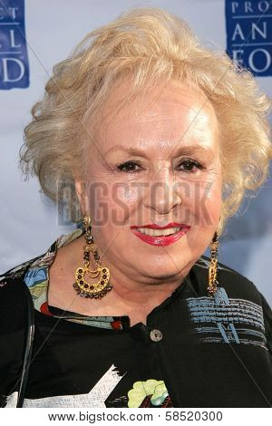 HOLLYWOOD - AUGUST 05: Doris Roberts at the 13th Annual Angel Awards hosted by Project Angel Food on August 05, 2006 at Project Angel Food in Hollywood, CA.