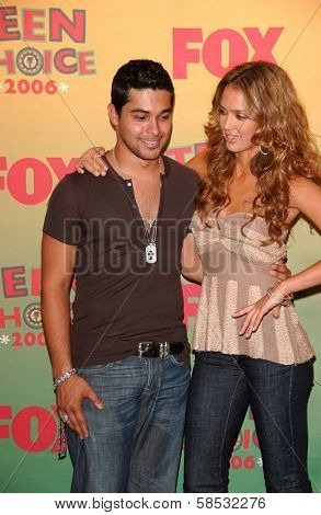UNIVERSAL CITY - AUGUST 20: Wilmer Valderrama and Jessica Alba at the 2006 Teen Choice Awards - Press Room at Gibson Amphitheatre on August 20, 2006 in Universal City, CA.